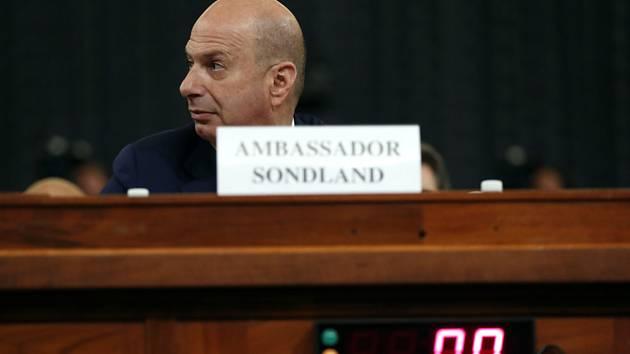 Americký diplomat Gordon Sondland působící jako velvyslanec USA při Evropské unii při veřejném slyšení v Kongresu