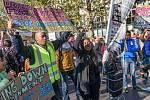 """Demonstrace v Londýně za druhé referendum o brexitu. Lidé žádali možnost rozhodnout o podobě """"rozvodové smlouvy""""."""