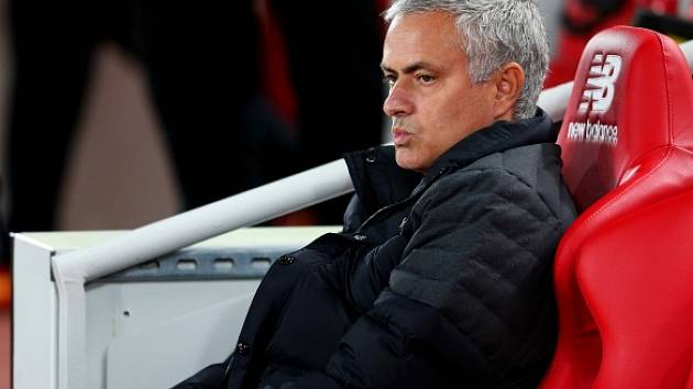 Kouč United José Mourinho při utkání s Liverpoolem