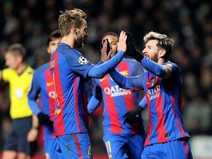 Barcelona rozmetla Real a vede španělskou ligu