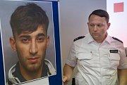 Policie zveřejnila identitu jednoho z možných vrahů čtrnáctileté dívky.
