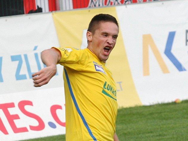 Lukáš Železník ze Zlína se raduje z gólu proti Brnu.