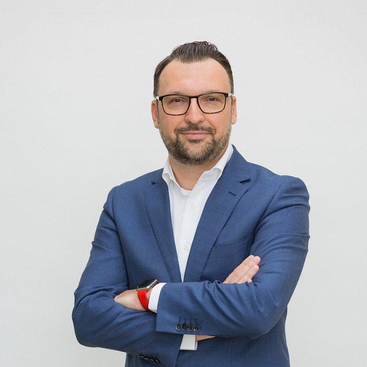 """""""V porovnání se Slovenskem, Maďarskem a Polskem ještě stále dosahujeme nejvyšší průměrné mzdy,"""" potvrzuje Martin Malo, ředitel personální agentury Grafton Recruitment."""
