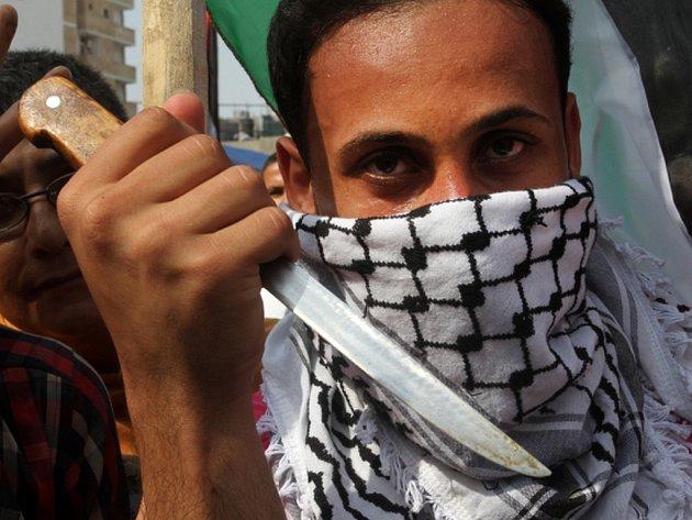 Vzájemné vztahy mezi Izraelci a Palestinci jsou stále napjatější. Násilí pokračovalo i o víkendu, v sobotu došlo k několika dalším pokusům o pobodání, při kterých zemřeli čtyři Palestinci a další byl postřelen. Ilustrační foto.