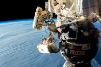 Kosmonauti zkoumali plášť lodi Sojuz.