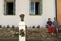 Unikátní expozici osobních předmětů Jana Kubiše, účastníka atentátu na Reinharda Heydricha, si mohou od 22. června prohlédnout návštěvníci zrekonstruovaného Kubišova rodného domu v Dolních Vilémovicích na Třebíčsku.