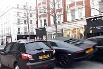V Londýně došlo k nehodě vzácného a drahého Lamborghini Aventador.
