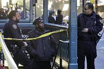 Přinejmenším jednoho mrtvého a dva zraněné si dnes vyžádala střelba v jižní části newyorského ostrova Manhattan
