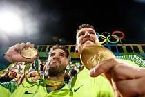 Úřadující mistři světa Alison a Bruno Schmidt v zápase o zlato porazili Italy Paola Nicolaie a Daniela Lupa 2:0.