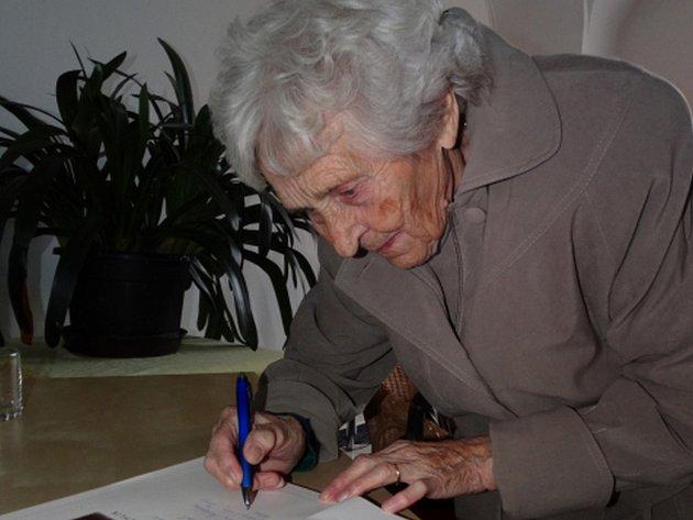 V úterý zemřela lidická žena Milada Cábová, bylo jí 91 let. Dosud žijí ještě dvě ženy, které přežily vyhlazení obce Lidice nacisty v roce 1942, Miloslava Kalibová a Jaroslava Skleničková.