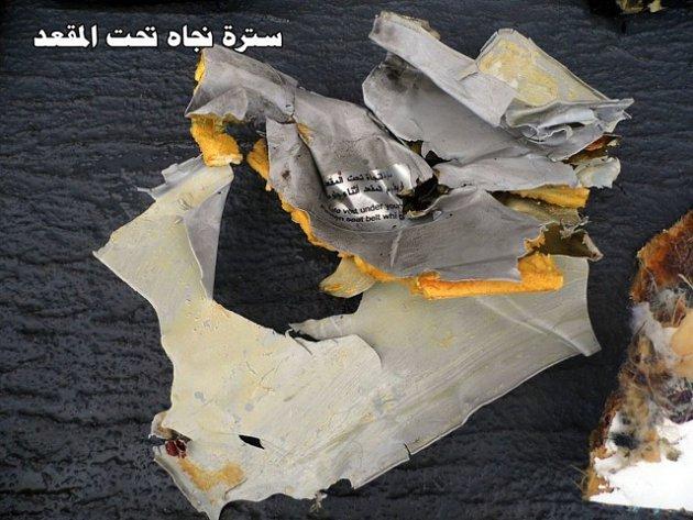 Trosky egyptského letounu.