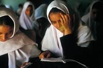 Žákyně dívčí školy v Afghánistánu. Ilustrační snímek