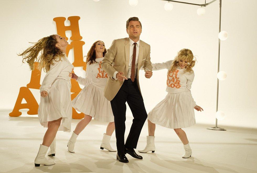 Leonardo DiCaprio ve filmu Tenkrát v Hollywoodu