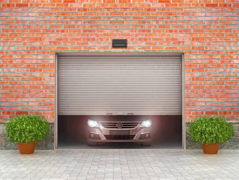 Když stavíte nový dům, bývá kryté stání či garáž součástí objektu, stává se vlastně další místností.