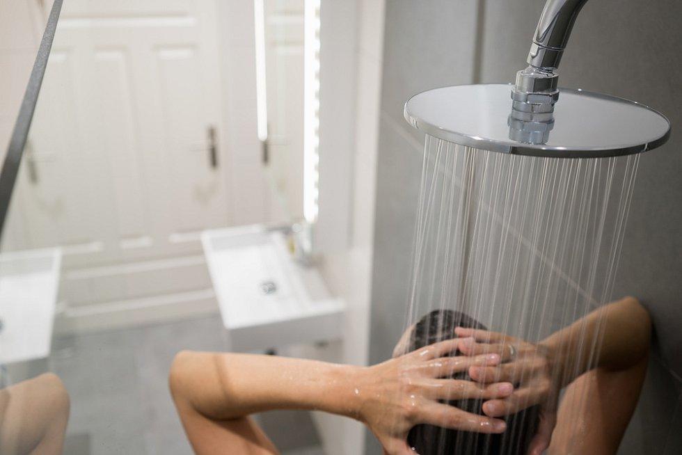 Sprcha v hotelu