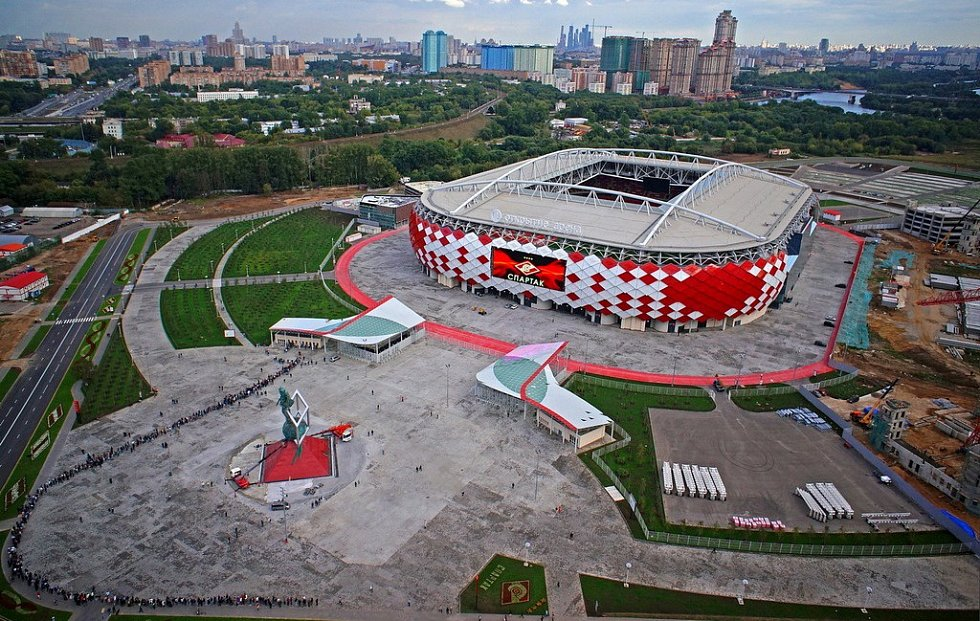 Otkrytie Arena (Moskva, 44 929 diváků) Jeden z ruských velkoklubů Spartak neměl po celou dobu své existence domácí stánek. Až v roce 2015 byl po téměř deseti letech výstavby otevřen tento stadion, na kterém se při MS představí Argentina či Brazílie.