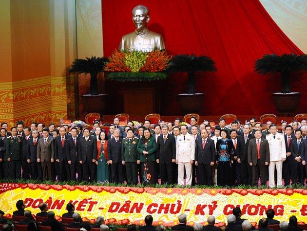 Vládnoucí vietnamská komunistická strana dnes zakončila svůj sjezd, na němž nejdůležitější politickou funkci v zemi obhájil její konzervativní vůdce Nguyen Phu Trong.