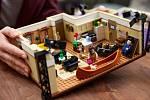 U příležitosti uvedení speciální epizody sitcomu Přátelé přišla s novinkou společnost Lego. Její nový set nabídne byty seriálových Přátel.