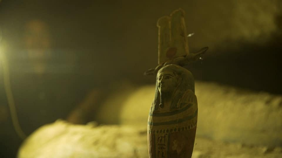 Všechny sarkofágy byly nalezeny v pohřební chodbě 11 metrů pod zemí