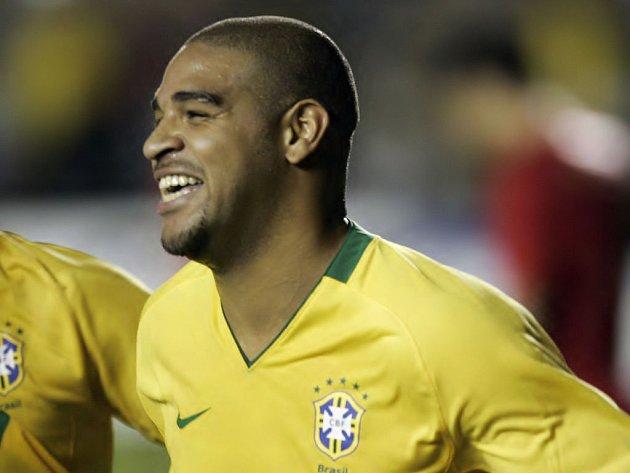 Brazilec Adiano slaví branku, kterou dal Portugalcům.