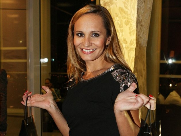Monika Absolonová nazpívala duet s Karlem Gottem.