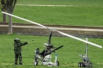 U budovy amerického parlamentu ve Washingtonu přistálo malé letadlo.