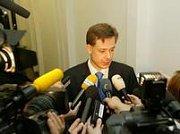 Rozkývané křeslo pod nejvyšší státní zástupkyní Renatou Veseckou se usazuje. ODS jako nejsilnější vládní strana v pátek odmítla výzvu zelených na odvolání Vesecké.