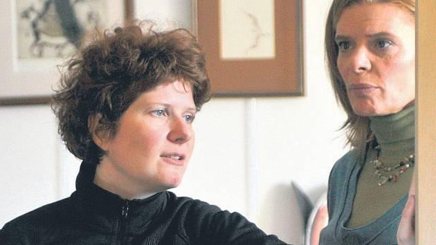 Režisérka Alice Nellis dokončuje film Mamas & Papas (na snímku se Zuzanou Bydžovskou). Hned poté ji čeká další projekt: Lidice, které napsala se Zdeňkem Mahlerem.