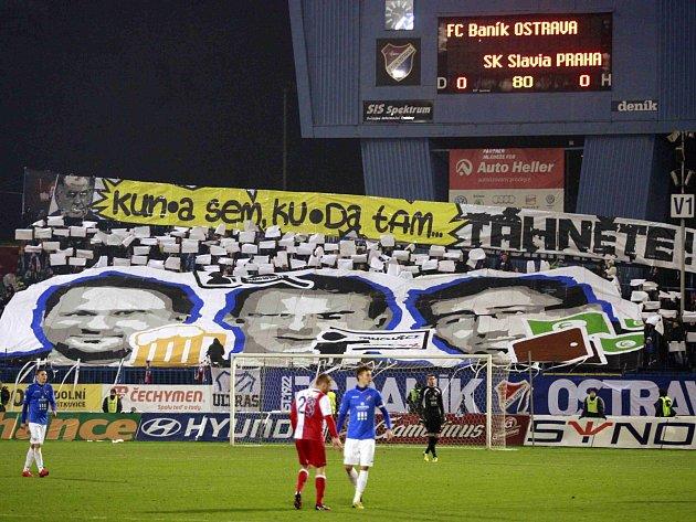 Tvrdé jádro fanoušků Baníku je ve sporech s vedením klubu (foto z ligového duelu se Slavií).