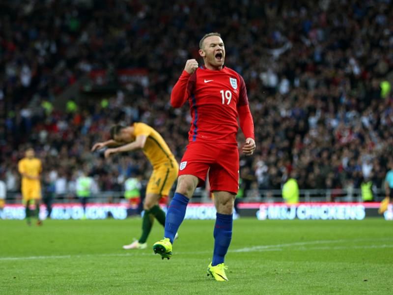 Wayne Rooney z Anglie slaví gól proti Austrálii.