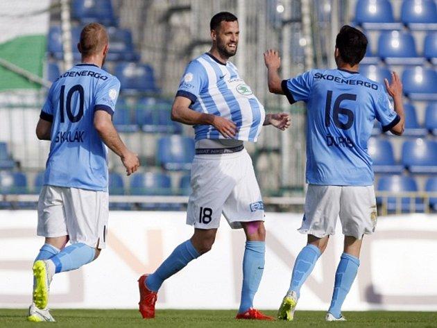 Fotbalisté Mladé Boleslavi se radují z gólu proti Jablonci.