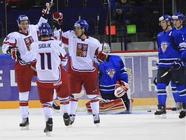 Češi se díky výhře nad Lotyšskem dostali na druhé místo tabulky.
