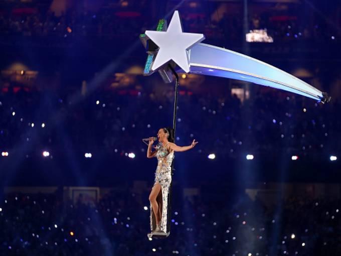 Na Super Bowlu zazpívala Katy Perry.