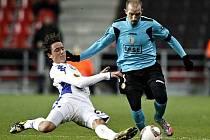 FC Kodaň prohrál doma se Standardem Lutych 0:1. Na snímku v souboji Thomas Delaney a Franck Berrier.