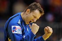 Brankář české reprezentace Petr Štochl se raduje z vítězství nad Německem.