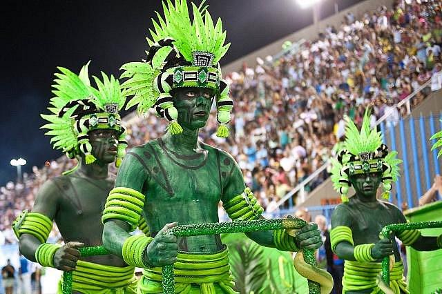 Světově proslulý karneval v brazilském městě Rio de Janeiro každoročně láká davy turistů. Ilustrační foto.