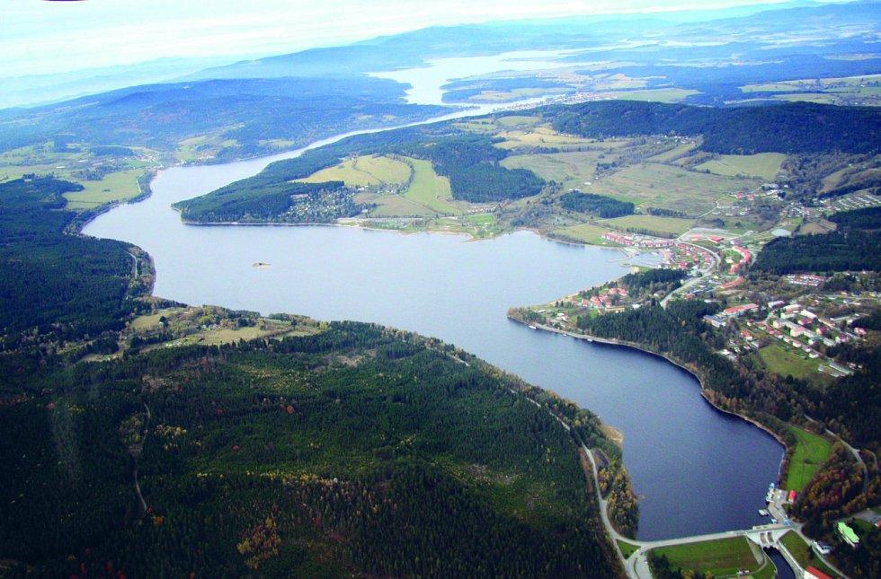 U vodní nádrže Lipno na Šumavě najdete krásnou cyklostezku se začátkem i koncem ve Vyšším Brodě.
