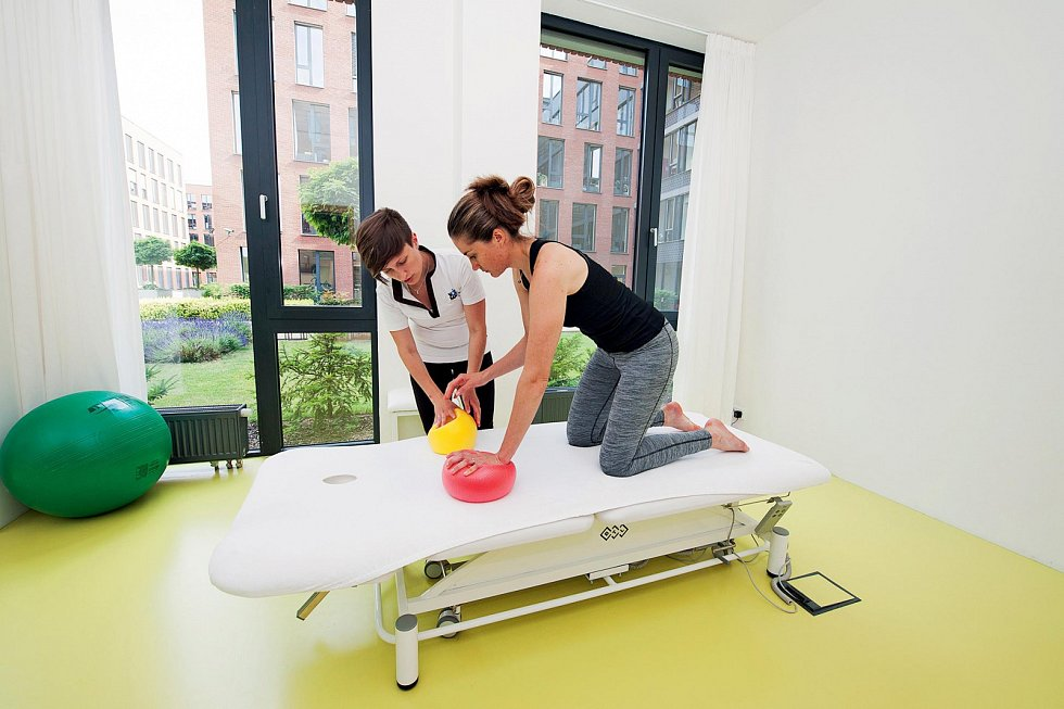 Na klinice celostní medicíny uplatňuje zkušenosti z vrcholového sportu.