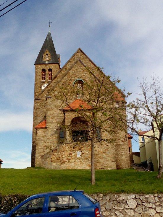Jižní Morava nabízí nádherné cyklostezky a cyklotrasy, množství památek a k tomu výborné víno.