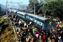 V Indii v plné rychlosti vykolejil vlak