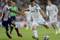 Pozor, střílím! James Rodríguez (vpravo) se prosadil hned ve svém druhém zápase v dresu Realu.