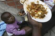 Tokio se snaží zvýšit svou přítomnost v Africe, černému kontinentu chce zdvojnásobit rozvojovou a humanitární pomoc.