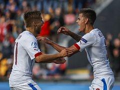 Jan Kliment (vpravo) slaví gól s Martinem Frýdkem