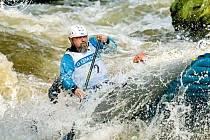 Libor Polák zápasí s divokou vodou v Zemské bráně na Divoké Orlici
