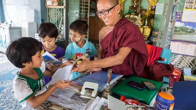 Člověk v tísni pomáhá v klášterních školách předcházet násilí na dětech.