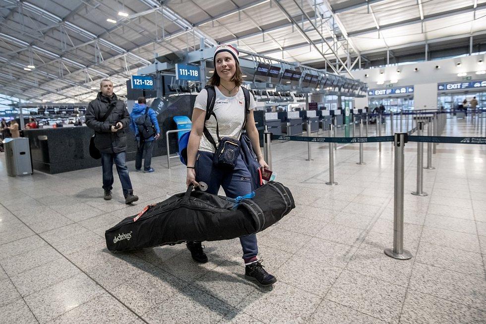 Část českých sportovců odletěla 1. února z Prahy zimní olympiádu v Jižní Koreji. Na snímku Eva Samková.