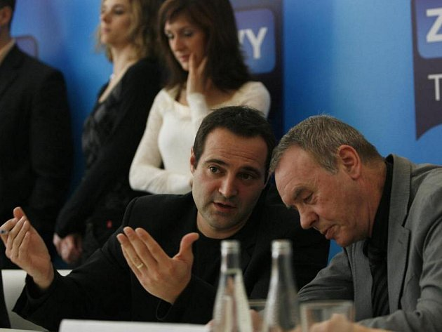 Šéf zpravodajství Pavel Zuna (vlevo)
