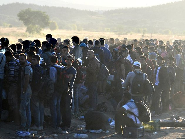 Úřad vysokého komisaře OSN pro uprchlíky (UNHCR) dnes upozornil, že jen za poslední týden do Řecka dorazilo 20.843 migrantů a že tamní úřady situaci nezvládají.