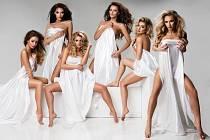 Kalendář plný ženské krásy slavných topmodelek.