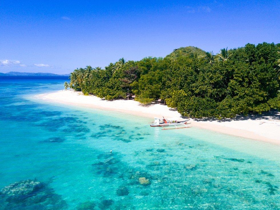 Tetiaroa. Na ostrov vyvolených se jezdí rekreovat hvězdy. Dovolenou si zde zaplatil Barack Obama i zpěvačka Beyoncé.